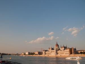 Blick vom Hotel auf Donau und Parlament
