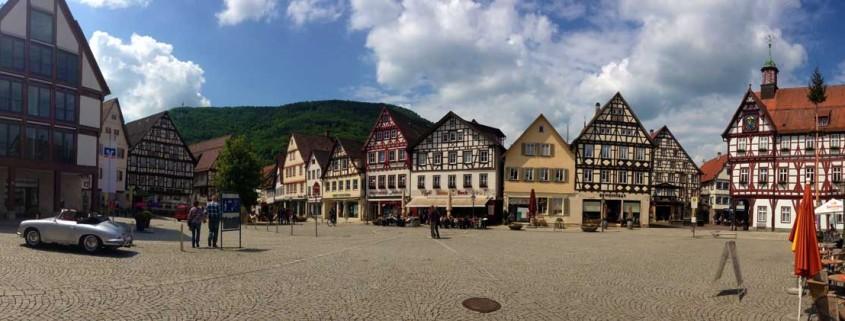 Bad Urach: Marktplatz mit Fachwerkhäusern