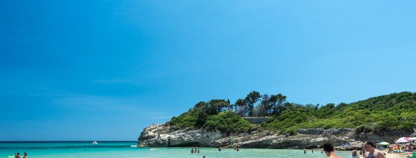 Traumstrand auf Sizilien mit Badenden