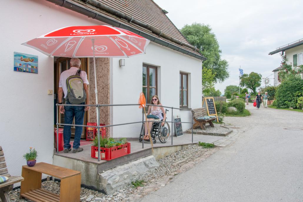 Tante-Emma-Laden auf Fraueninsel mit Rollstuhlrampe