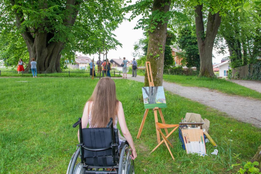 Rollstuhlfahrerin auf Fraueninsel Chiemsee