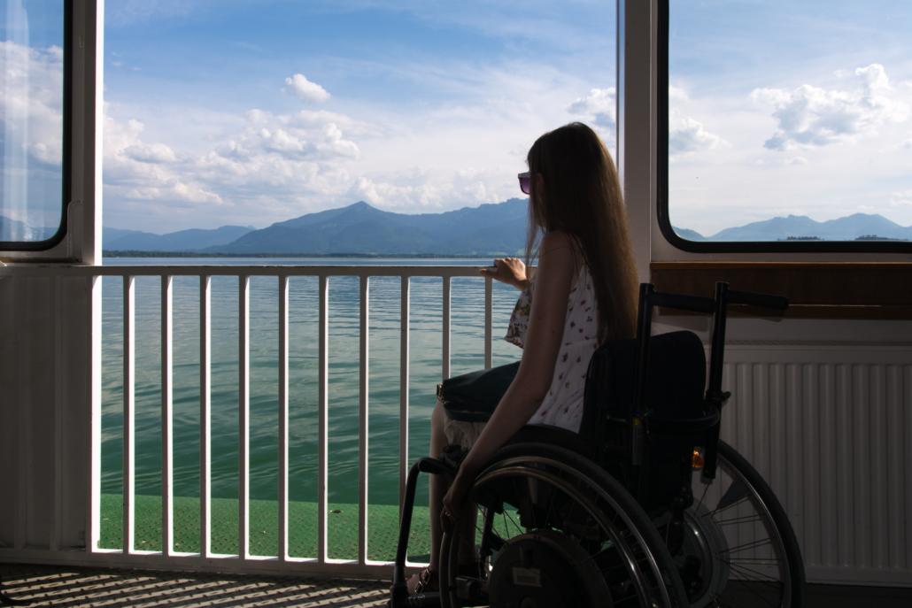Chiemsee-Schifffahrt als Rollstuhlfahrerin